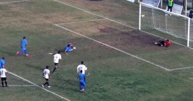 L'Acr Messina sconfitto di misura dal Fc Messina con un calcio di rigore – VIDEO